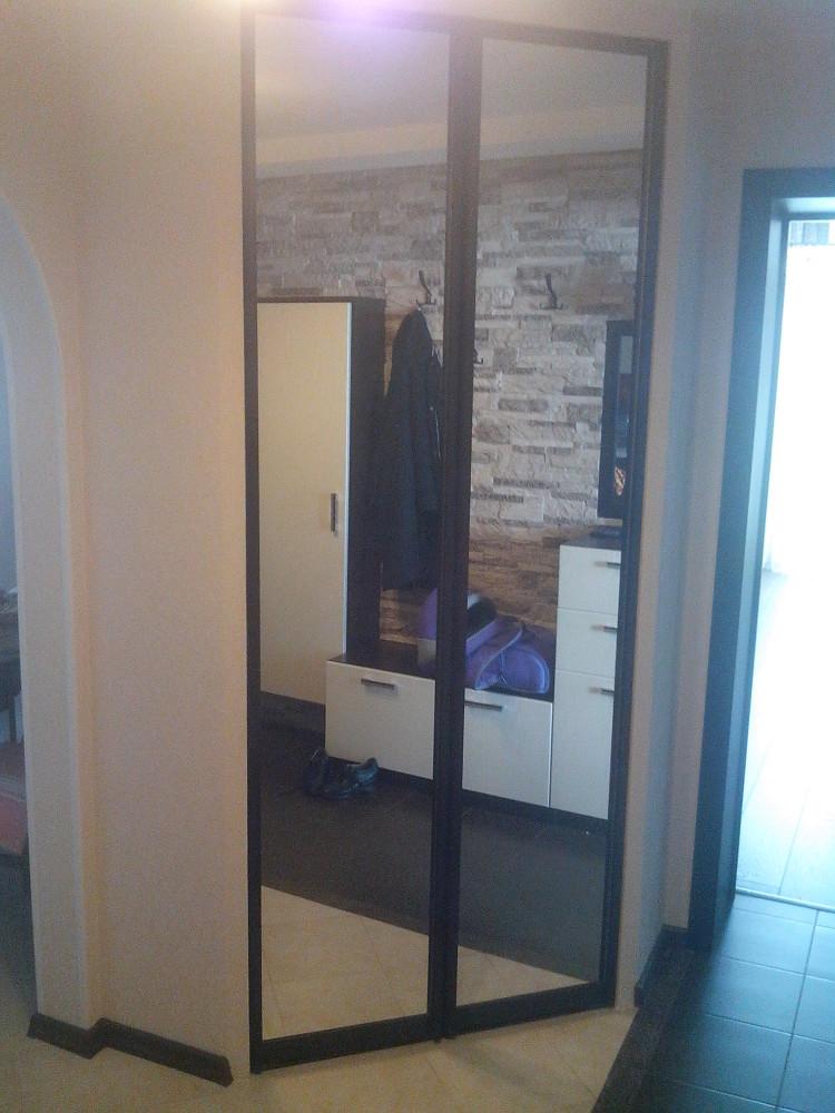 Двери-купе зеркальные для встраиваемого шкафа
